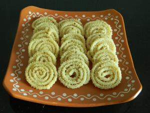 HomeMade Crunchy Butter Chakli | Muruku recipe on Food Connection